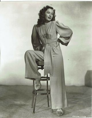 Barbara Stanwyck Vintage Portrait Photograph 10 X 8