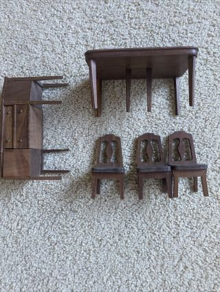 Strombecker Doll House Walnut Dining Room Table And 3 Chairs And Credenza